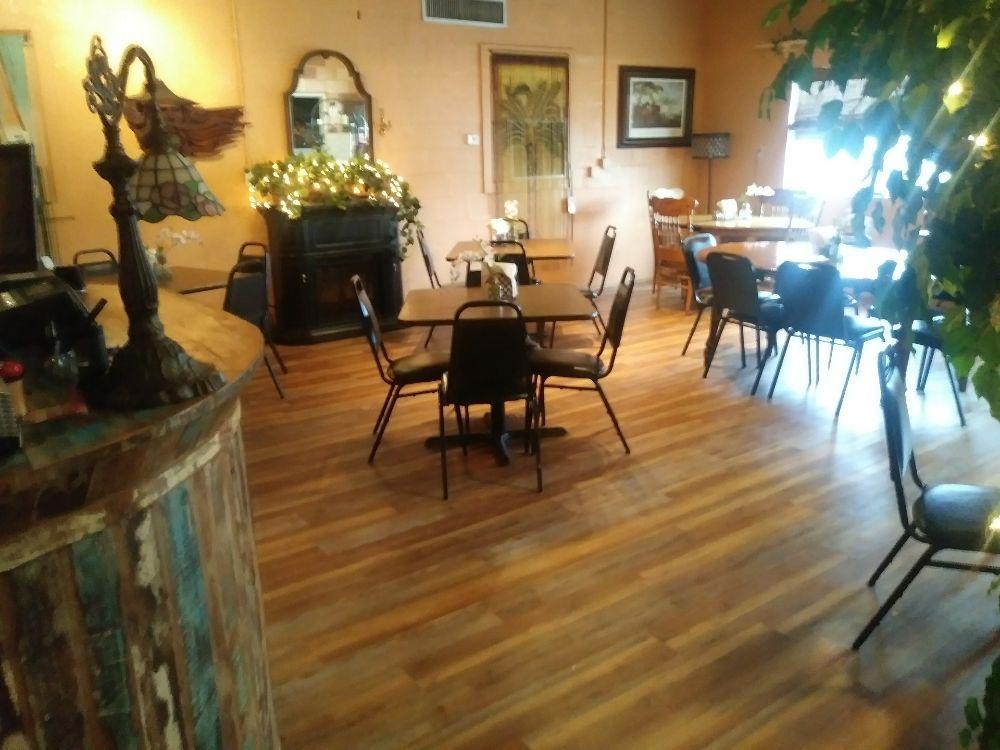 Lil Pesce's Restaurant: 1777 Hwy 231, Alford, FL