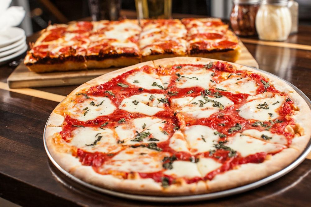 Peppino's Pizza Of Grand Ledge: 512 S Clinton St, Grand Ledge, MI