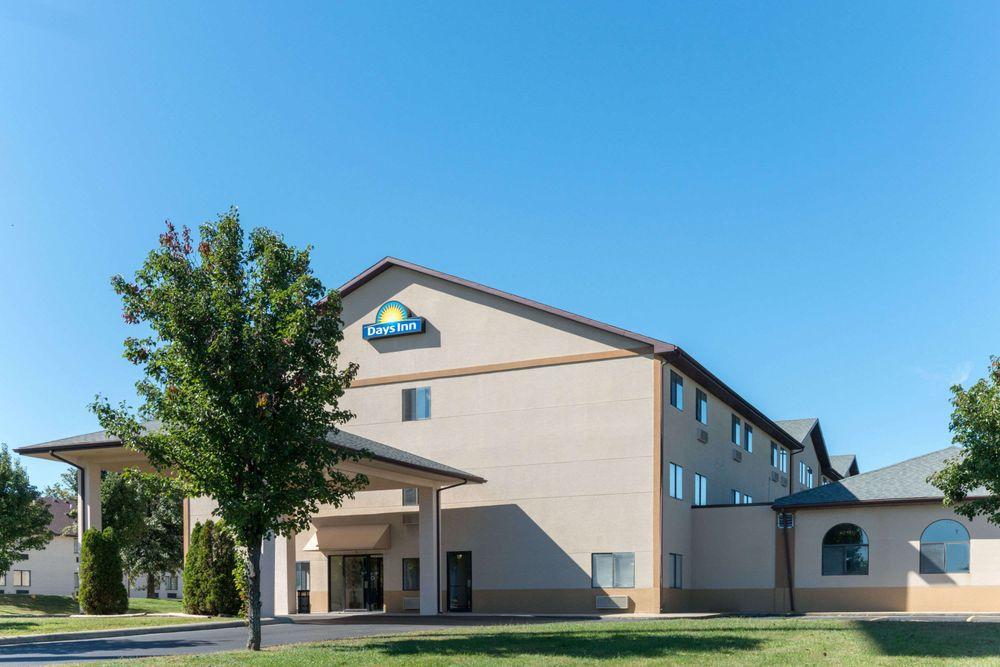 Days Inn by Wyndham Mount Vernon: 205 Potomac Boulevard, Mount Vernon, IL
