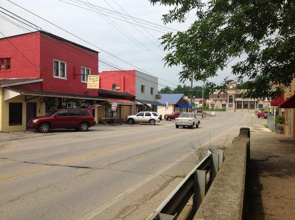 Wolfe County: 589 Main St, Campton, KY