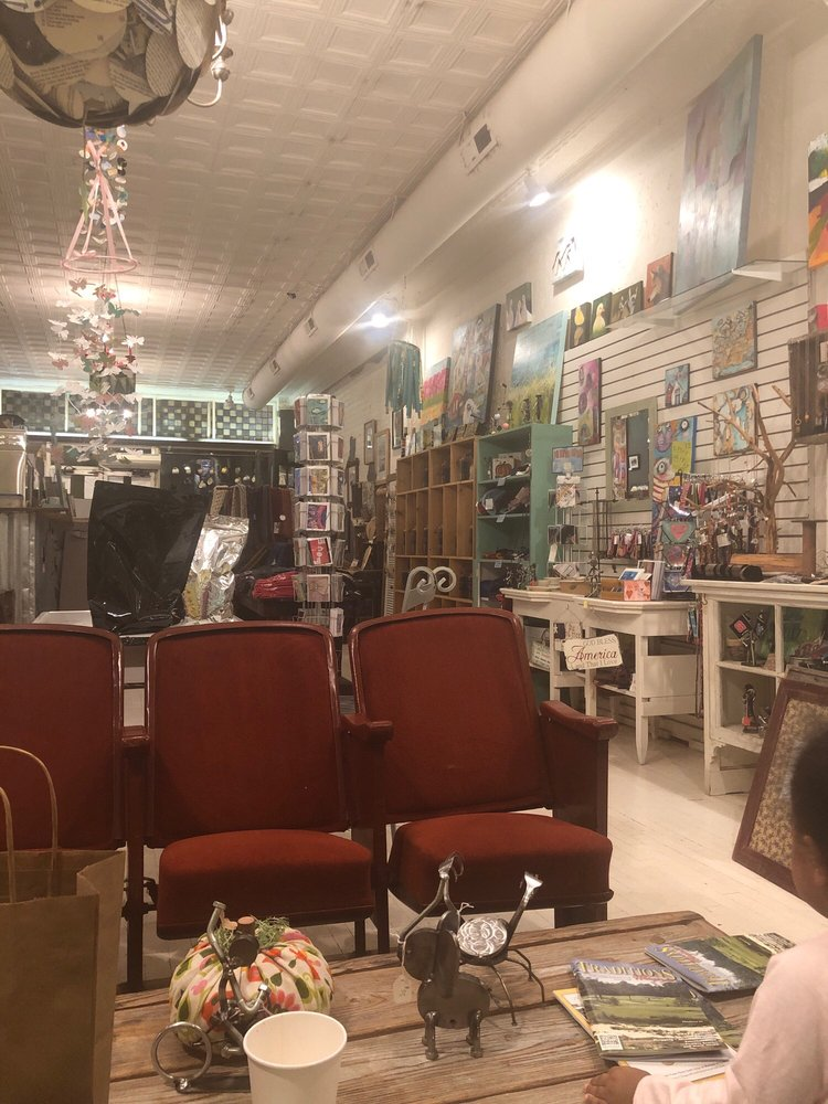 Swank: 232 NW Broad St, Southern Pines, NC