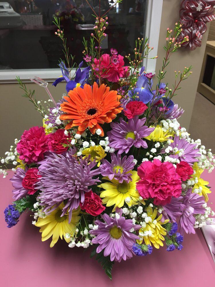 Marcus Hook Florist: 938 Market St, Marcus Hook, PA