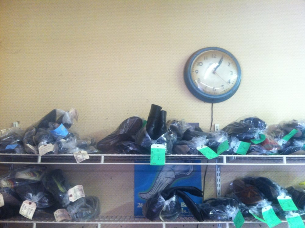 River Ridge Shoe Repair: 800 Fairview Rd, Asheville, NC