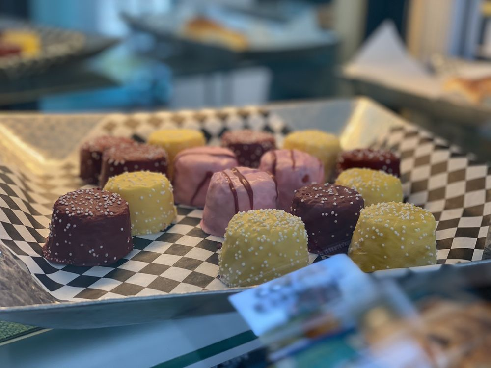 Castagnola Deli & Cafe: 201 Monterey Ave, Capitola, CA
