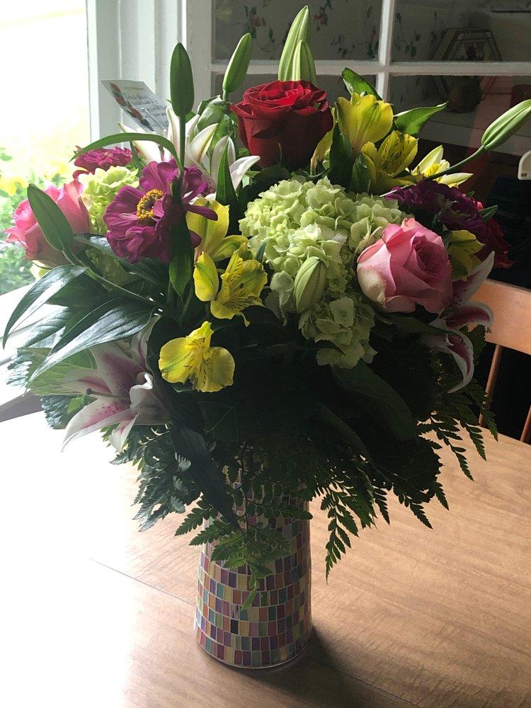 Precious Petals By Jamie: 200 W Bay St, East Tawas, MI