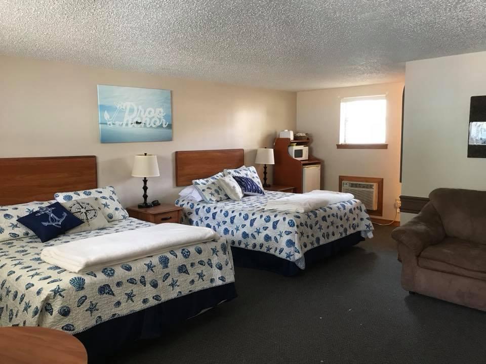 Drop Anchor Resort Motel: 304 Highway 5, Gravois Mills, MO