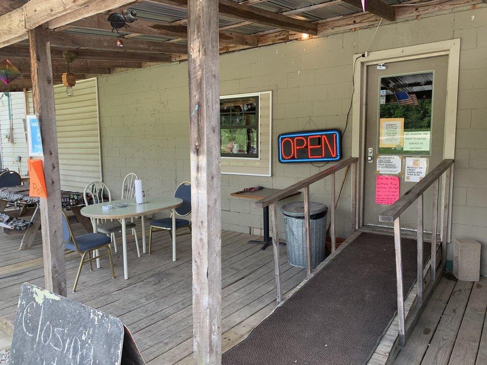 Camo Cafe: 5450 US 72, Walnut, MS