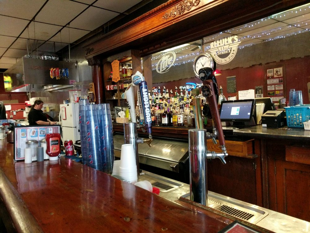 Reeder's 11th Street Grub & Pub: 2501 11th St, Columbus, NE