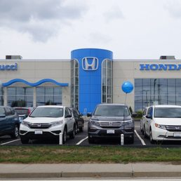 Saccucci honda 31 reviews car dealers 1350 w main rd for Honda dealerships in ri