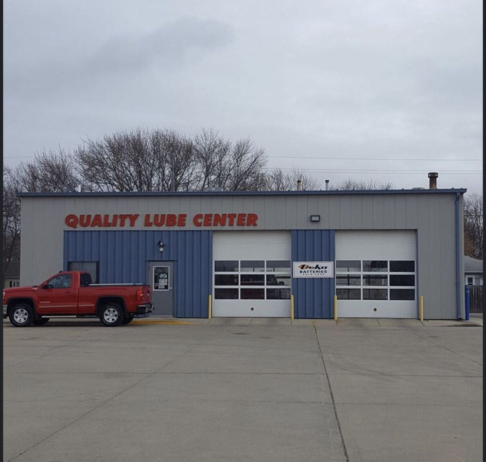 Quality Lube Center: 300 5th Ave SW, Le Mars, IA