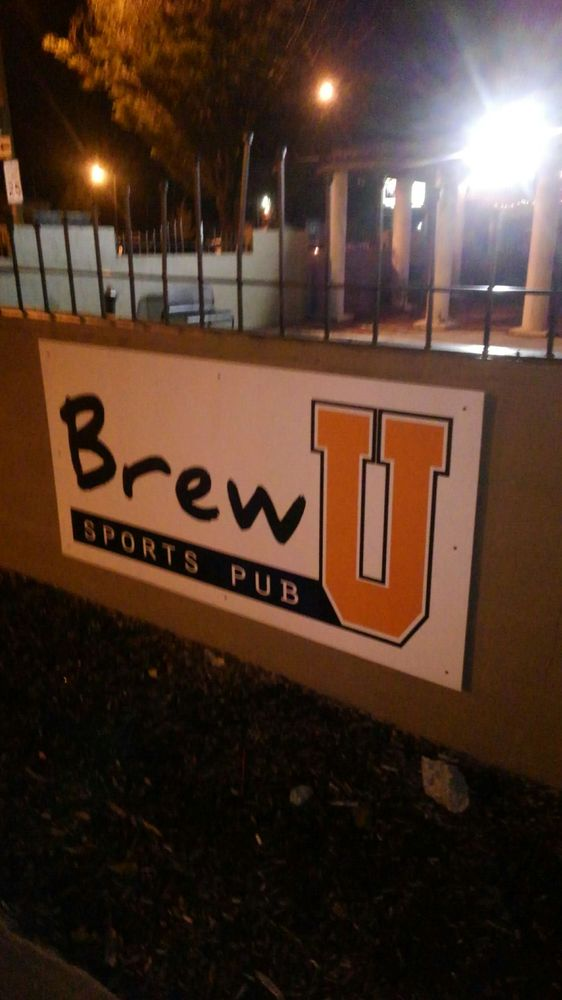 Brew U Sports Pub: 316 N Main St, Findlay, OH