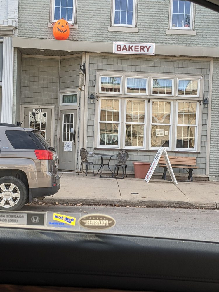 Meyers Bakery: 1003 4th Ave, Lake Odessa, MI
