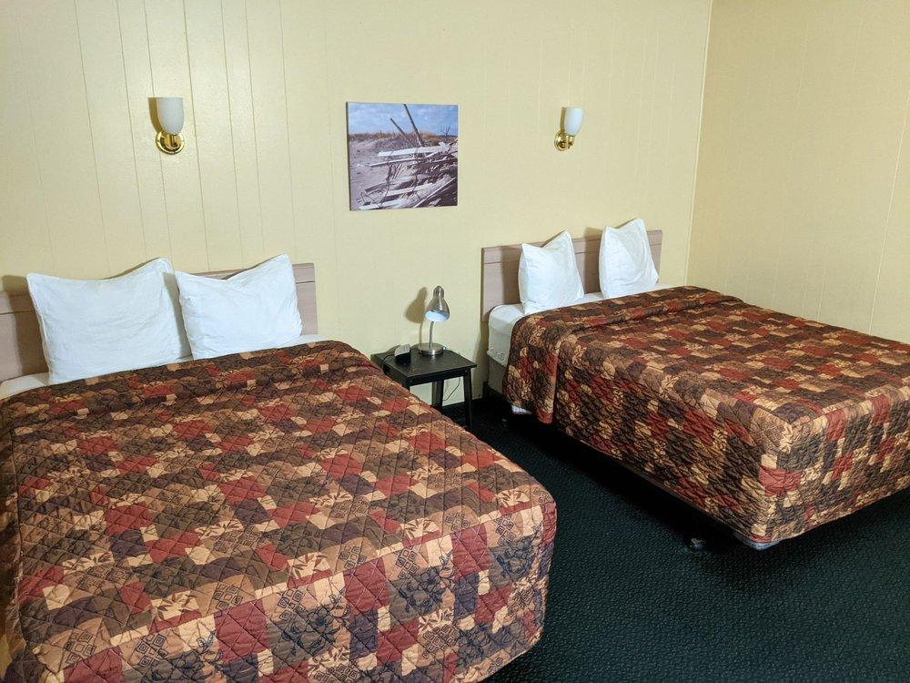 Heidi's Inn: 126 Spruce St E, Ilwaco, WA