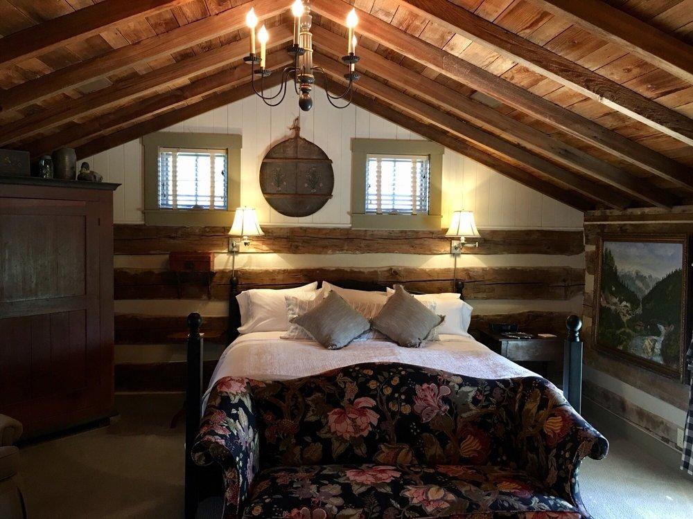 Burlington's Willis Graves Bed & Breakfast Inn: 5825 N Jefferson St, Burlington, KY