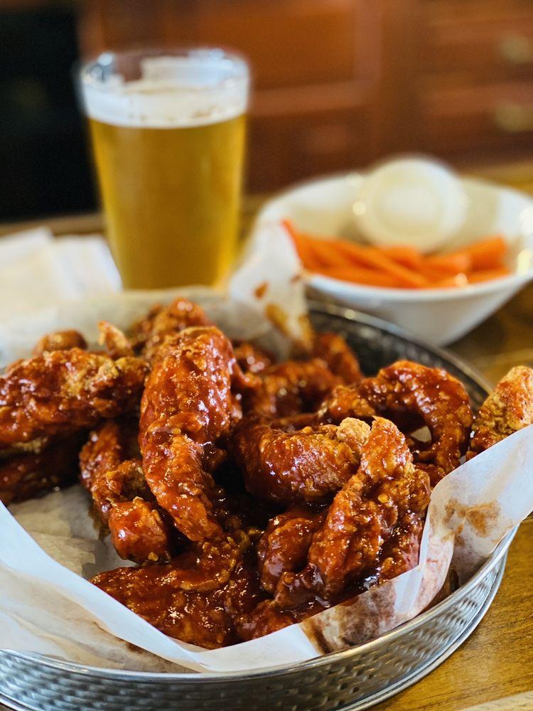 Lassen's Sports Bar & Grill: 2131 183rd St, Homewood, IL