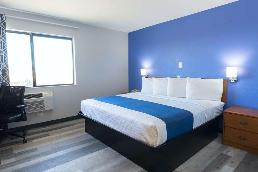 Americas Best Value Inn East Peoria: 104 West Camp Street, East Peoria, IL