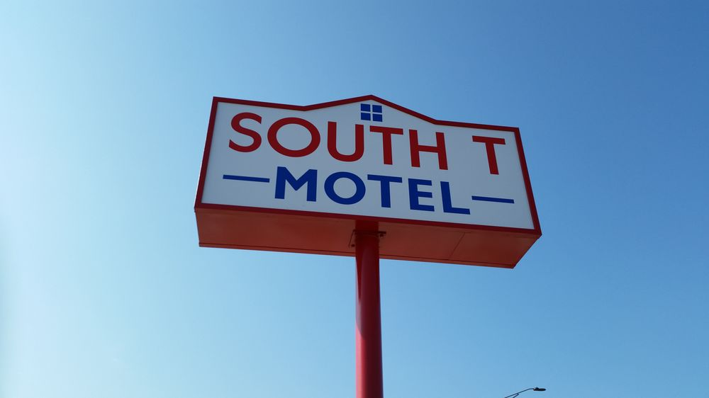 South T Motel: 1004 S Grand Ave, Spencer, IA