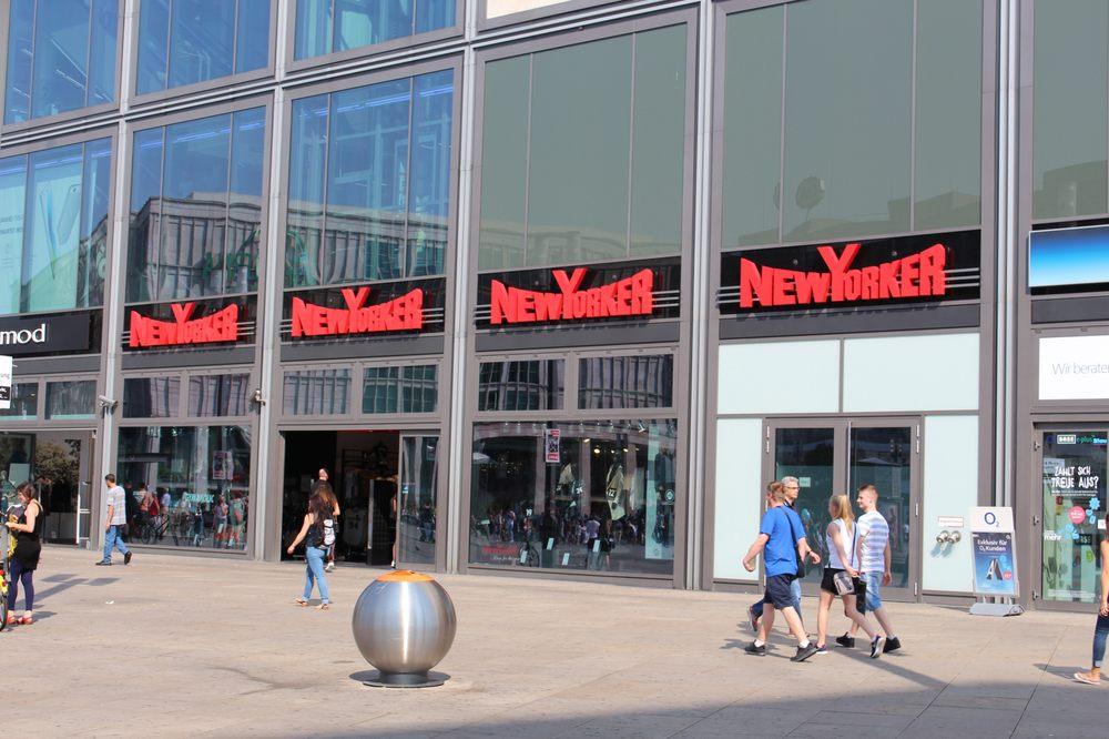 New yorker fashion alexanderplatz 2 mitte berlin for Whos perfect berlin