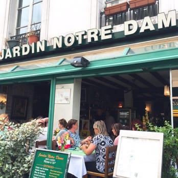 Restaurant jardin notre dame french 2 rue petit pont for Paris restaurant jardin