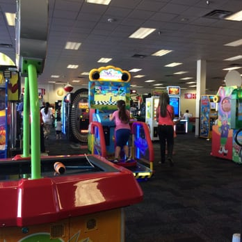 chuck e cheese hialeah