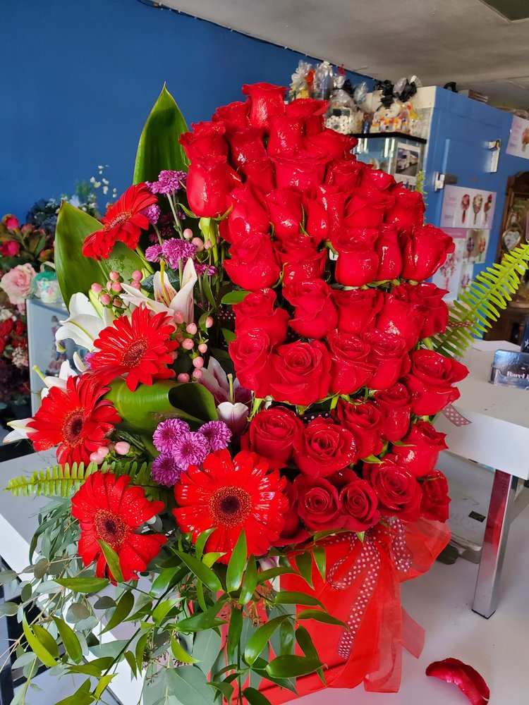 Alinas Florist and Boutique: 5306 Mission Blvd, Riverside, CA