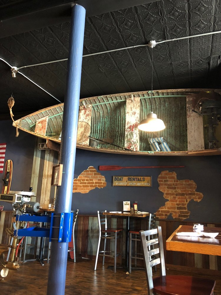 Battle Lake Boathouse Restaurant: 112 Lake Ave S, Battle Lake, MN