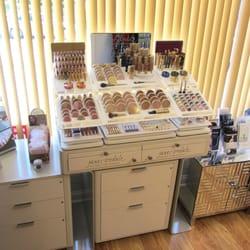 Beauty redefined coiffeurs salons de coiffure 109 for Accentric salon oakridge