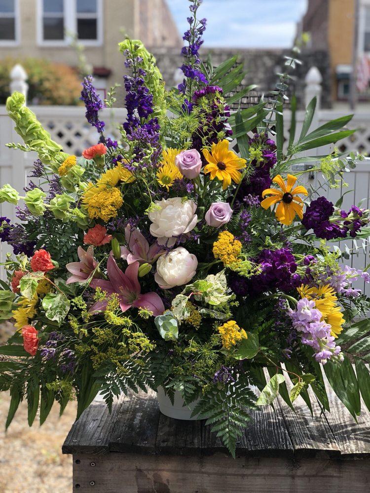 Heritage Floral Shoppe: 663 Merchant St, Ambridge, PA