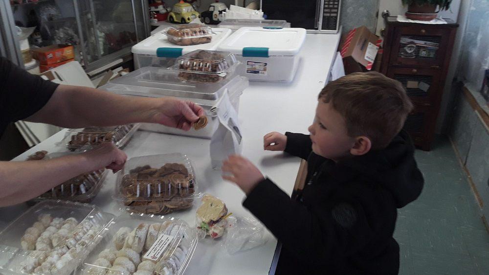 Mooney Mariann's Bake Shop: 413 Davis St, Clarksburg, WV