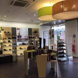 detailed look ed7e5 8fd59 Clarks Shop - Shoe Shops - Glasgow Fort Shopping Centre ...