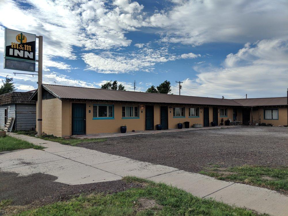M & M Inn: 647 Broadway Ave, Des Moines, NM