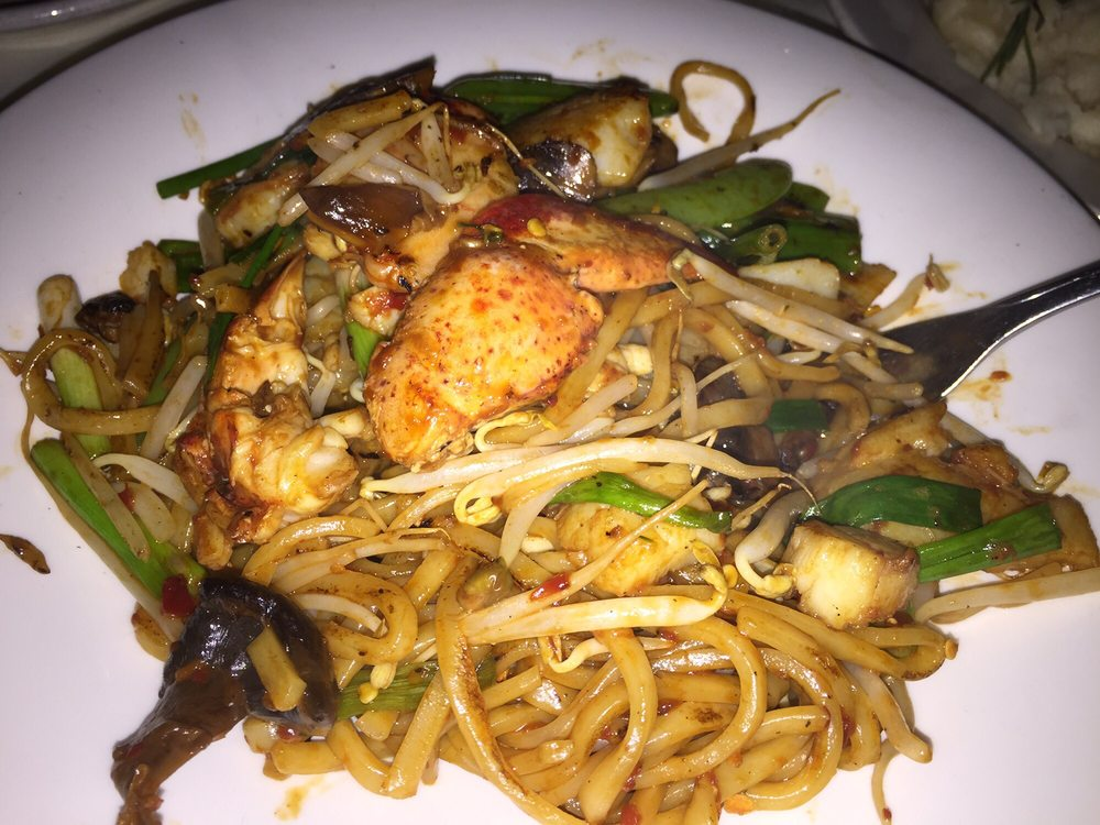 Luau Polynesian Catering Service Miami Fort Lauderdale: Seafood Noodles