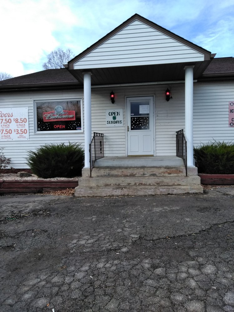 Cloverleaf Bar & Lounge: 591 Perry Rd, Perryopolis, PA