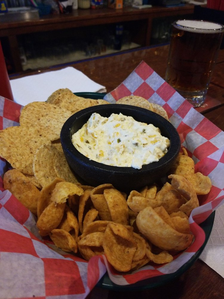 The Mustang Restaurant & Bar: 6998 State Rte 800 SE, Uhrichsville, OH