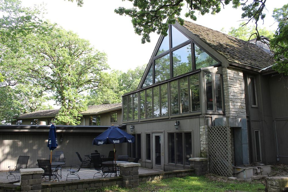The Lodge Hotel and Restaurant: 945 Hwy 69 S, Forest City, IA