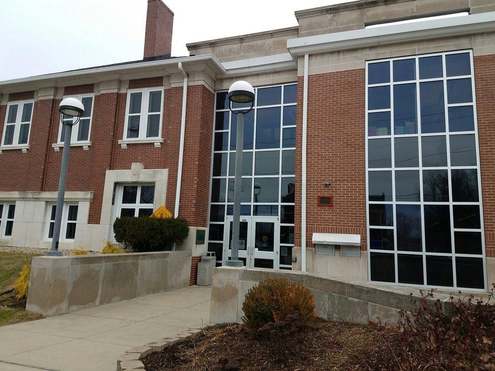 Bloomfield Eastern Greene County Public Library: 125 S Franklin St, Bloomfield, IN