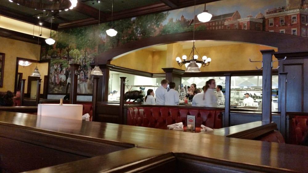 Big Italian Restaurants Near Me: Ozzie's Good Eats