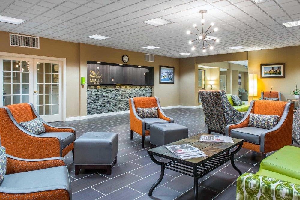 Quality Inn: 300 Tarentum Bridge Rd, New Kensington, PA