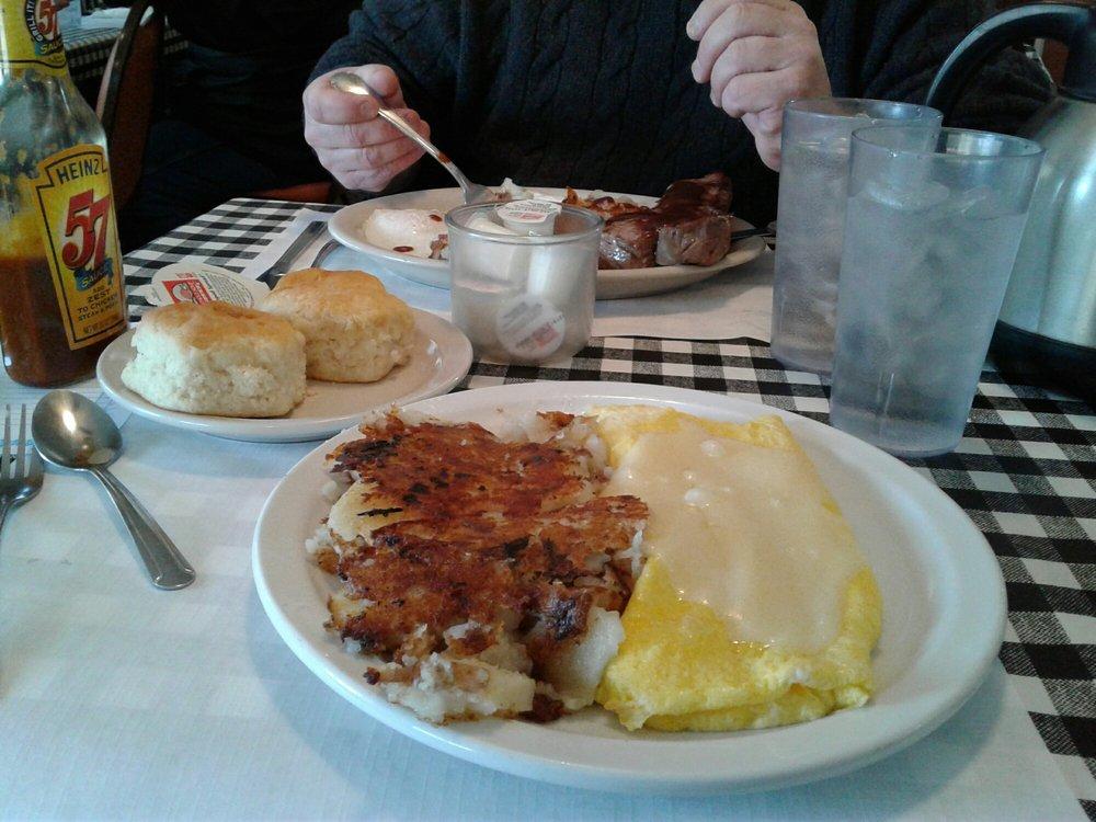 Carriage Inn Restaurant: 25 Green Valley Dr, Enon, OH