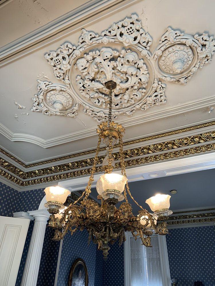 Magnolia Manor Mansion: 2700 Washington Ave, Cairo, IL