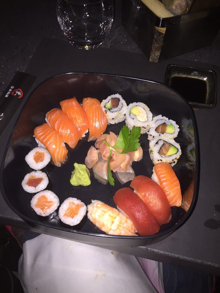 Le Bâoli - Cannes, Alpes-Maritimes, France. Sushi and sashimi