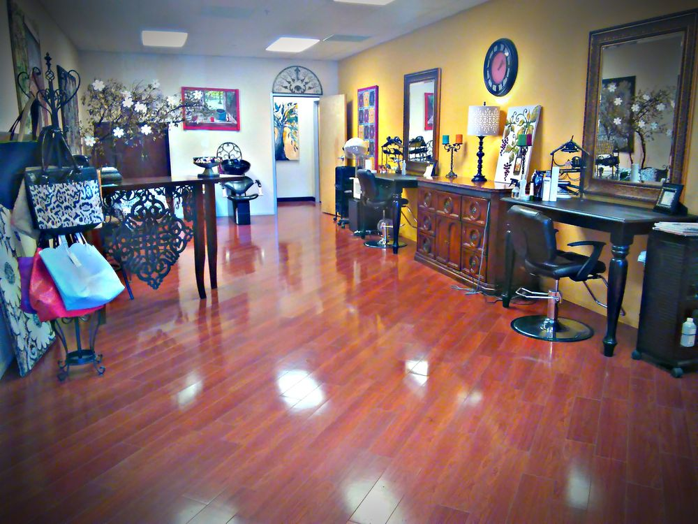 Izabelle Hair Studio: Coyote Valley Shopping, Hidden Valley Lake, CA