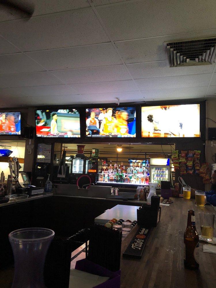Giz & Hums Billard And Brew: 1425 W Beauregard Ave, San Angelo, TX