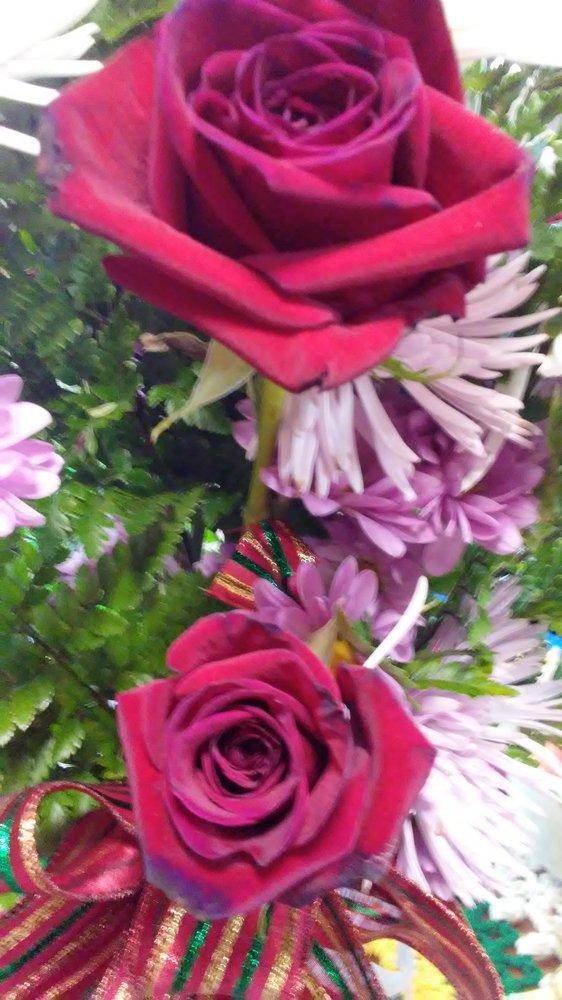 Phyllis Flower Shop: 530 E Brock Ave, Bonifay, FL