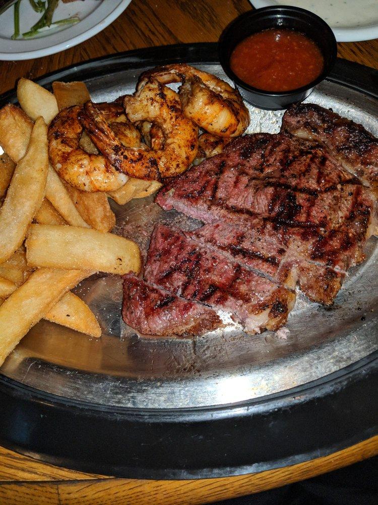 Middleburg Steak & Seafood: 7139 Broad St, Middleburg, NC