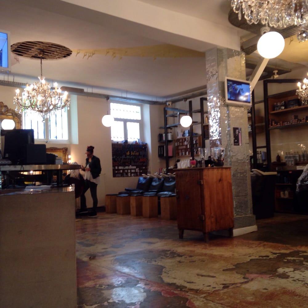 Coiffirst hair salons 98 rue montorgueil etienne for Best hair salons in paris