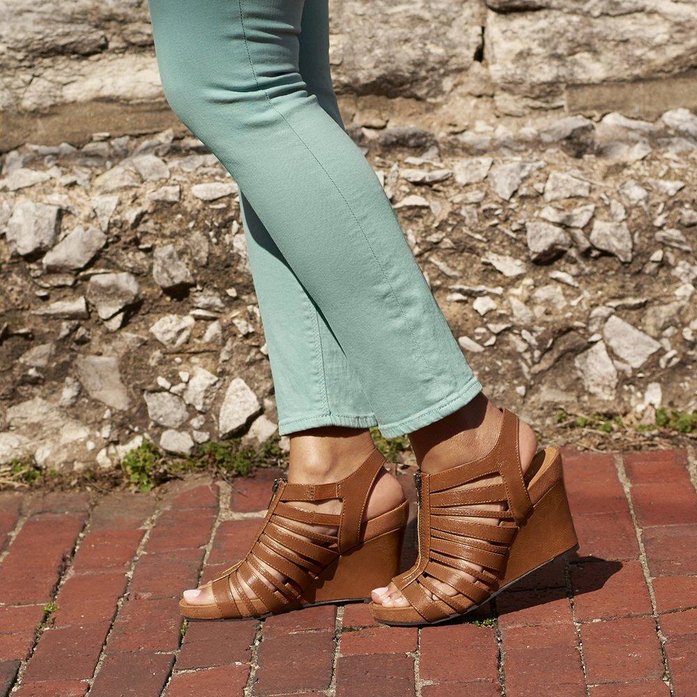 Famous Footwear: 3950 S Carrier Pkwy # 120, Grand Prairie, TX