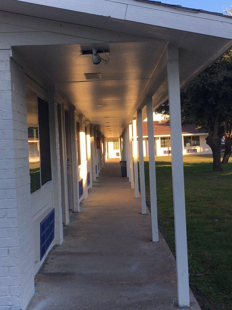 Motel 6: 2007 E Main St, Madisonville, TX