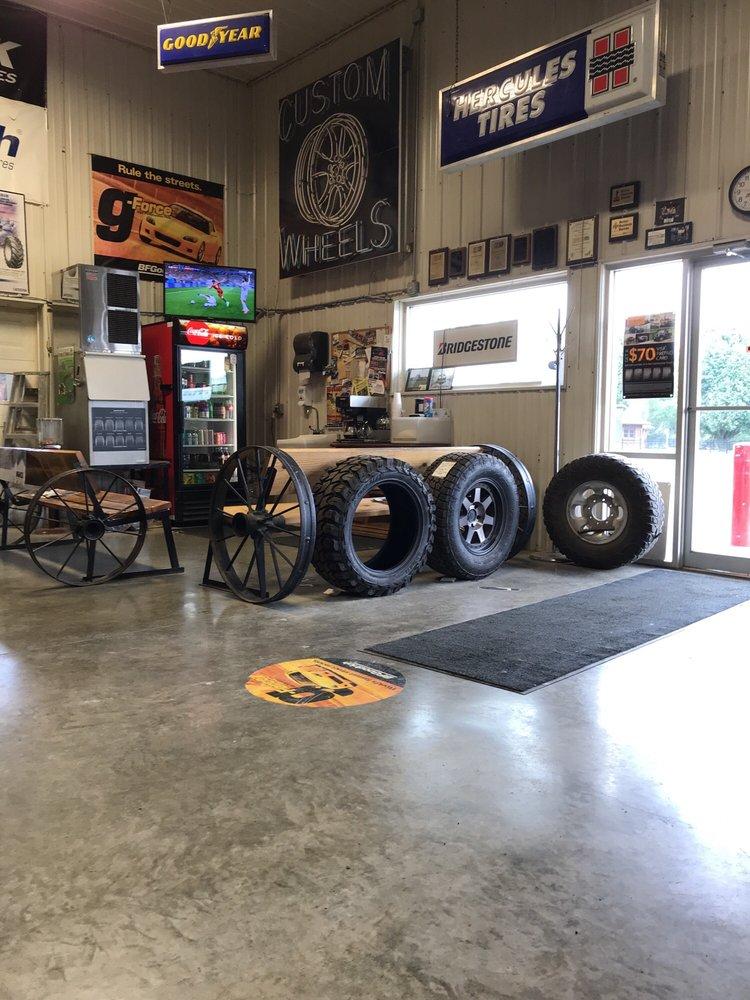 Todd's Tire Service: 20451 N Hwy 169, Saint Joseph, MO