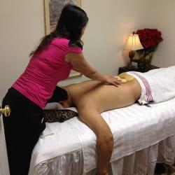 girl-gets-ass-massage